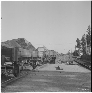 SA-Kuva 135030 Haminasta irroitetut kivet rautatievaunuissa  Myllykosken asemalla matkalla VT-asemaan.