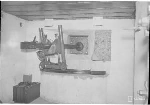 45mm tykki paikalla korsussa. Virolahti, Ravijoki 1941.11.04 SA-kuva 60724
