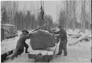 Estekivien purkausta rautatierannasta kapearaiteiselle. SA-kuva 146889