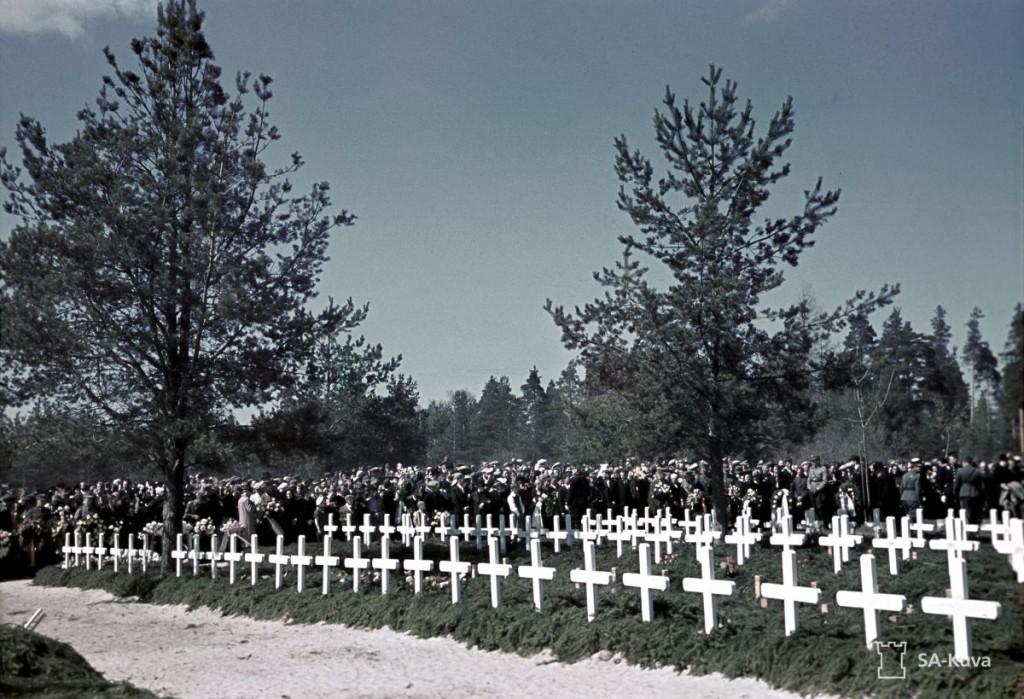 Sankarivainajien muistopäivän tapahtumia Joensuussa 19.5.1940. Sankarihautajaiset.