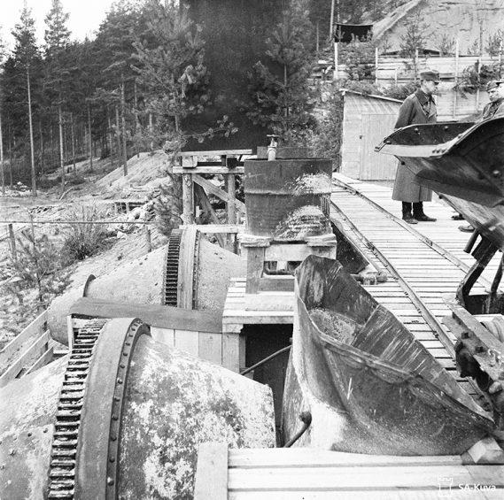 Kuva ei ole Salpalinjalta. Betoniasema Vammelsuussa 1944.