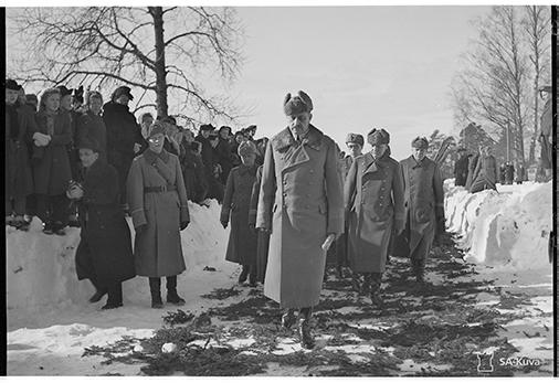 Mannerheim saapuu kirkkoon. SA147072
