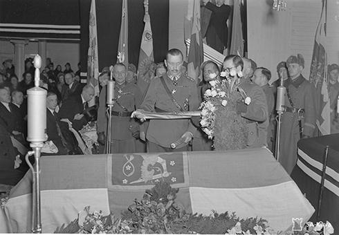 Mannerheim. Suomen puolustusvoimat ja sen ylipäällikkö. SA147086